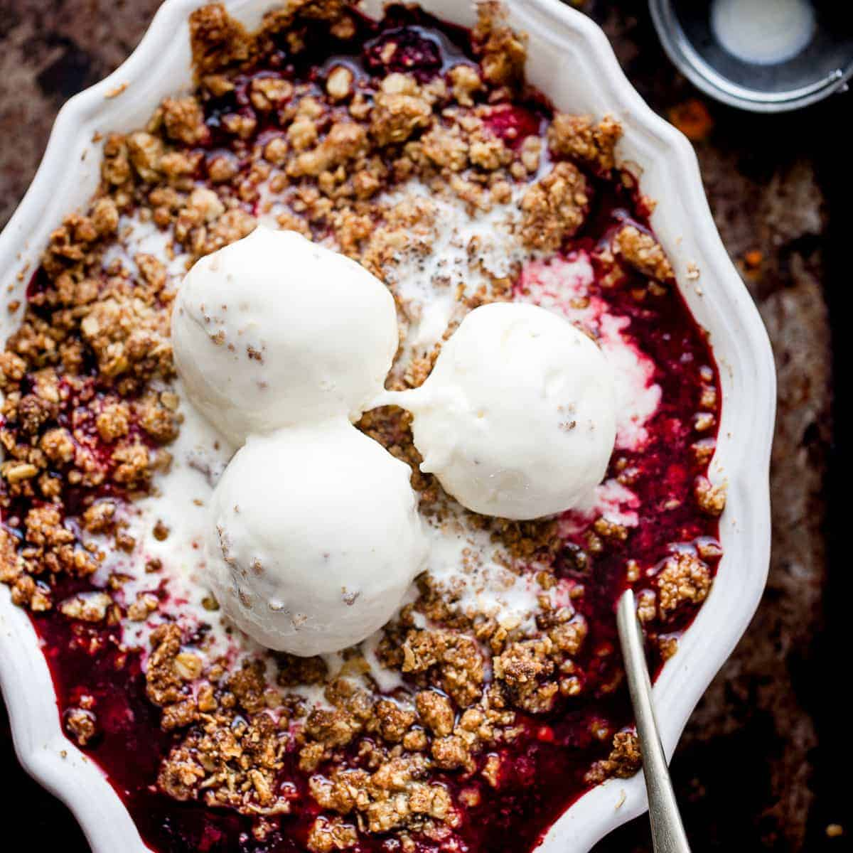fruit crumble with 5 ingredients.